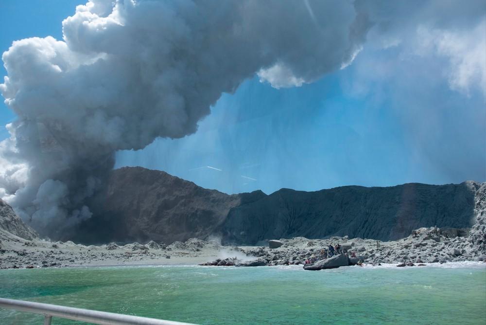 Начало извержения вулкана на острове Уайт-Айленд в Новой Зеландии