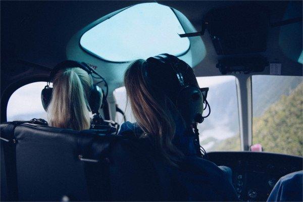 Североамериканская авиакомпания выполнила 1-ый рейс навсе 100% дамским экипажем