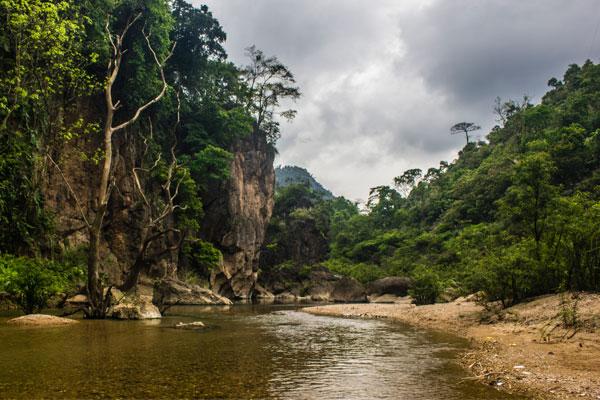 Берег реки. Фоннья. Вьетнам.