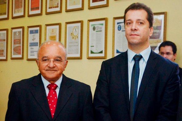 Слева - вице-губернатор Жозе Мело (осуждён за преступления), справа - Марсело Резенде