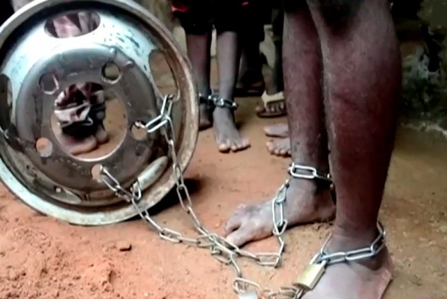 Дети закованные в цепи