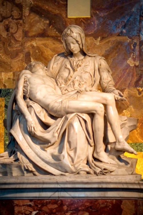 Скульптура Микеланджело «Пьета»