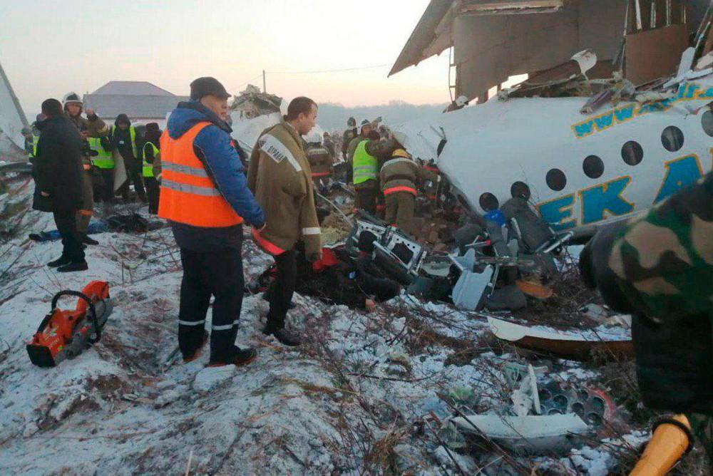 В Казахстане разбился самолет Fokker-100