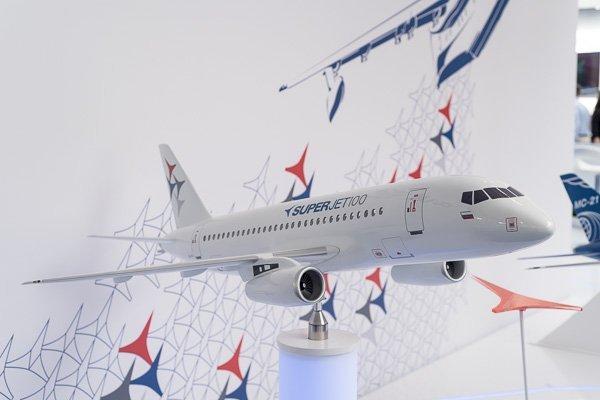 Авиалайнер Superjet 100
