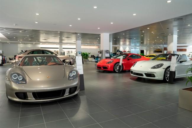 Porsche 911 в автосалоне