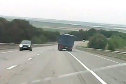 У автомобиля с 20 тоннами пшеницы, отказали тормоза