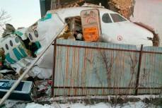 Самолет Fokker-100 врезался в здание при взлете