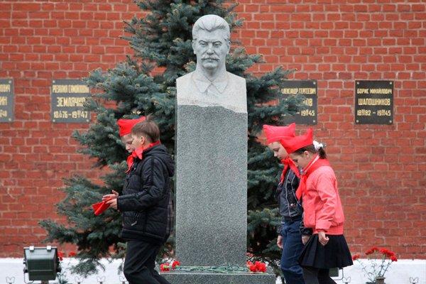 Надгробный памятник И. В. Сталину у Кремлёвской стены