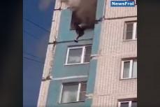 Женщина спрыгнула с 14-го этажа спасаясь от огня
