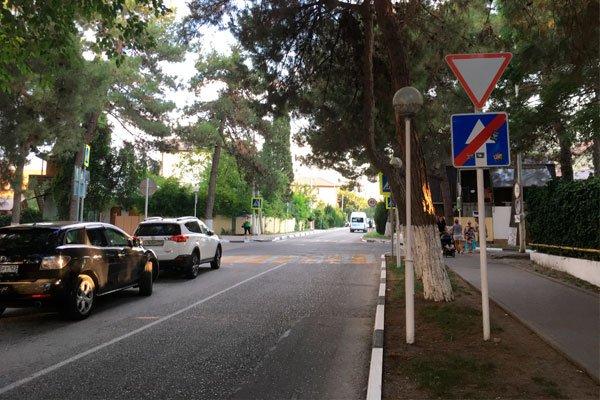 Улица Крымская в Геленджике. На этой улице можно часто встретиться с запахом очистных сооружений