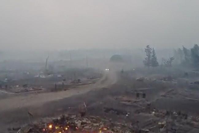 Трагедия произошла в селе Бясь-Кюёль. Там в субботу сгорело более 30 домов.