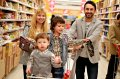 Дети и родители в суперсаркете