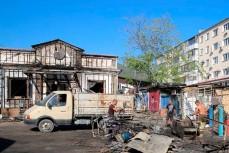 Ведутся работы по очистке территории сгоревшего рынка в Геленджике