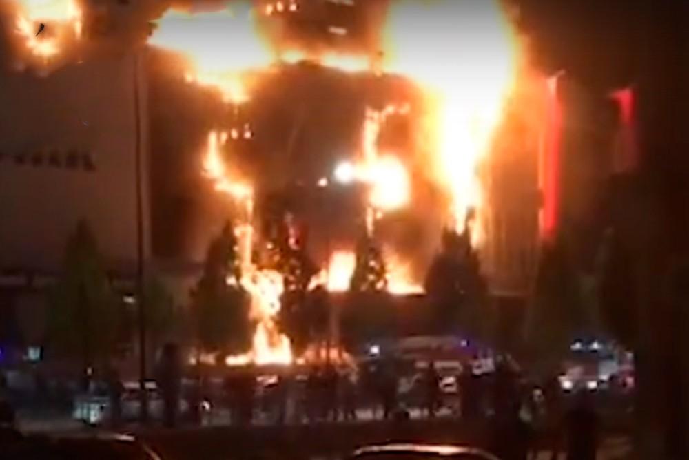 В Грозном горит ТРЦ Гранд-парк