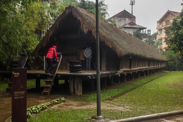 Вьетнамский музей этнологии. Копия традиционного жилища одного из племен Вьетнама