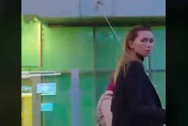 старшая дочь Заворотнюк навестила мать в больнице