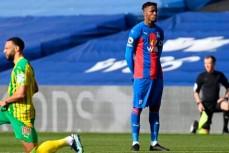 Полузащитник Уилфрид Заа стал первым игроком АПЛ, который не встал на колено перед началом матча