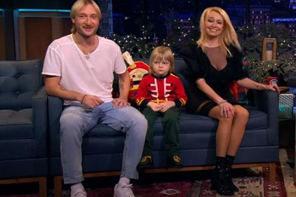 Евгений Плющенко с Яной Рудковской и младшим сыном