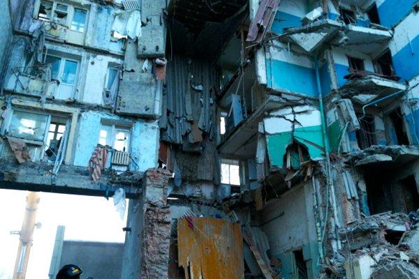 Сохранившееся стена дома в результате обрушения в Магнитогорске