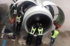 Инженеры проверяют двигатель самолёта