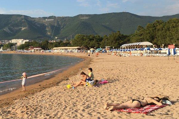 На центральном пляже Геленджика купаться запрещено