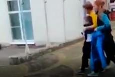 Мальчика Ваню насильно забирает мать