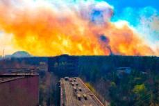 Пожар в Чернобыле приближается к хранилищам радиоактивных отходов
