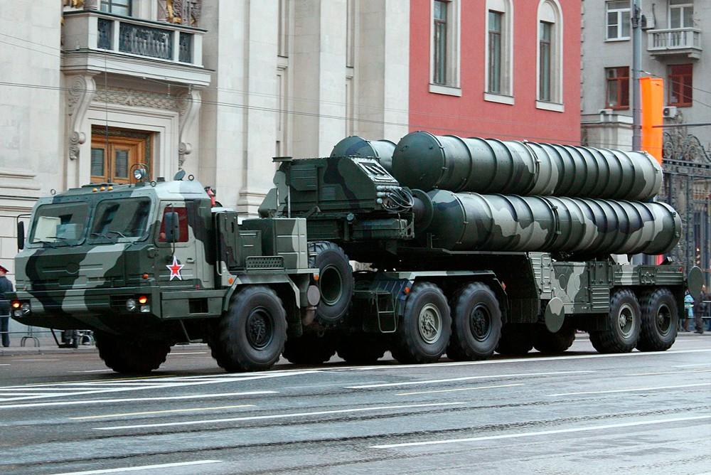"""Пусковая установка зенитно ракетного комплекса """"С-400 Триумф"""""""