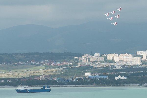 Миг-29 в небе Геленджика - пилотажная группа «Стрижи»