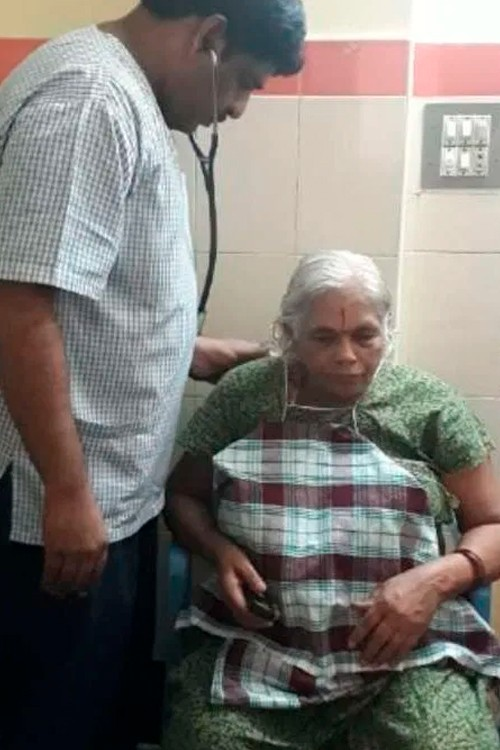 Самая старая мама в мире на обследовании у главврача