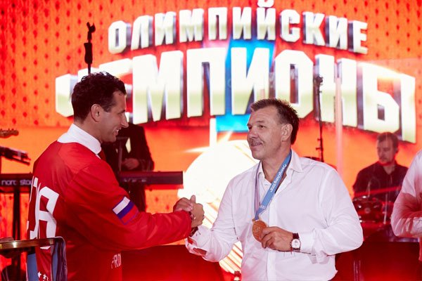 Вице-президент Федерации хоккея России Роман Ротенберг и заслуженный тренер России Олег Знарок
