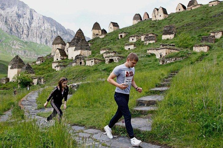Склепы на склоне горы - Даргавс