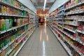 Полки с товарами в супермаркете