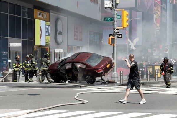 Машина напавшего на пешеходов на Таймс-сквер,Нью-Йорк.