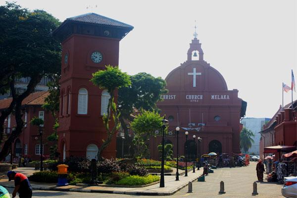 Голландская площадь и Церковь Христа в Малакке. Малайзия.