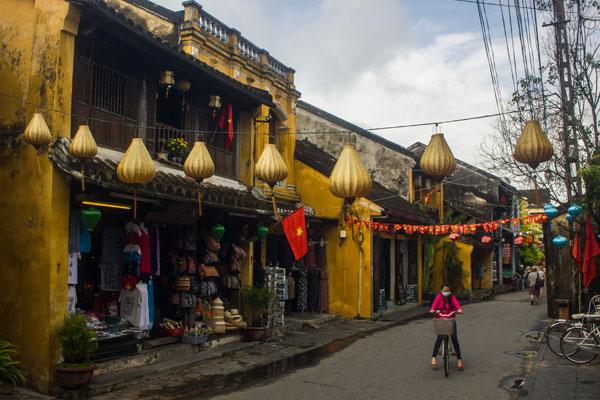 Пешеходная зона в  Хойане. Вьетнам.