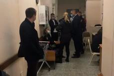 Возле палаты Навального несколько отделов, уголовный розыск, транспортная полиция, СК