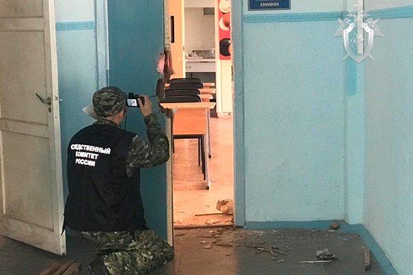 Работа следователей в керченском колледже
