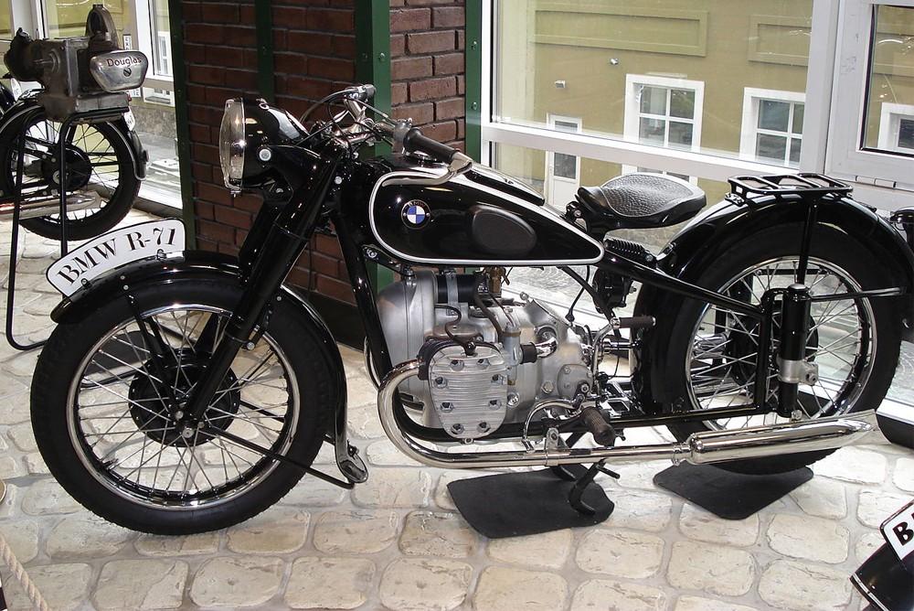 Мотоцикл BMW R 71, прототип Советского тяжелого мотоцикла М-72