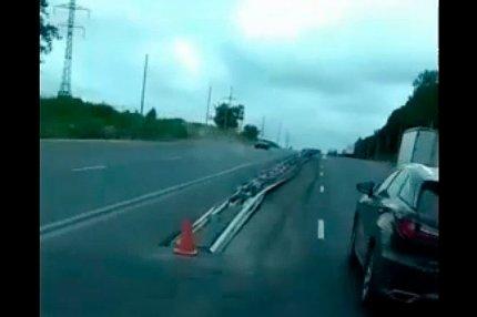 Отбойник посреди полосы движения во Владимире