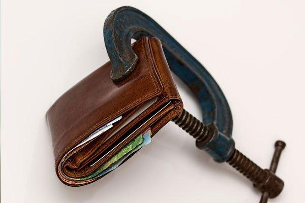 МВФ снова отложил транш: что будет сдолларом