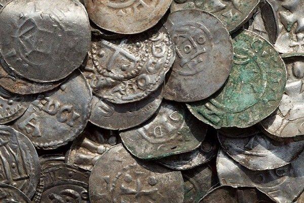 Саксонские, османские, датские и византийские монеты, обнаруженные на немецком острове Рюген 13 апреля 2018 года