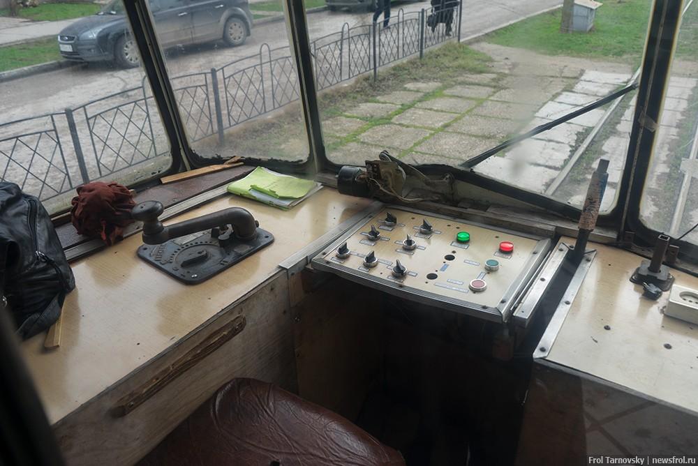 Кабина управления старого трамвая в Евпатории