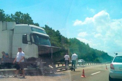 Авария микроавтобуса Мазда и грузовика под Горячим Ключом