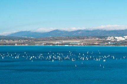 Сегодня днём была отличная погода для регаты, ничего не предвещало сильного ветра