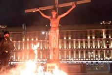 На Лубянке мужчина в образе Христа пытался устроить акцию самосожжения