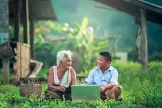 Бабушка с внуком за ноутбуком