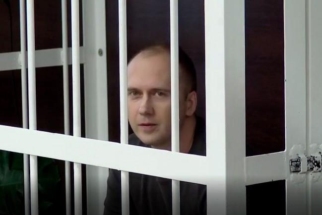 Сергей Казаков, который пытал пасынка заставляя его стоять коленями на гречневой крупе в суде