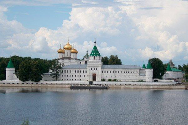 Свято-Троицкий Ипатьевский монастырь — мужской монастырь в западной части Костромы на берегу одноимённой реки
