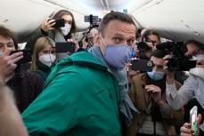 Навальный прибыл в Россию